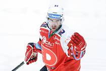 Hokejista Ondřej Roman v dresu Pardubic.