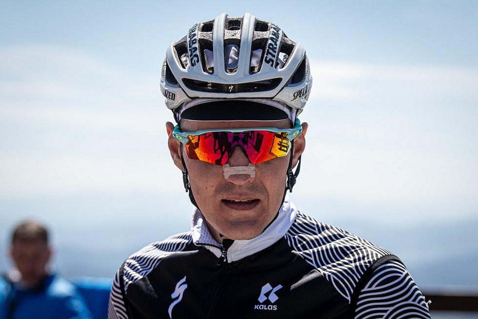 Cyklista Jaroslav Kulhavý vyjíždí na Lysou horu, 22. května 2020. Vystoupat na Lysou horu chce třináctkrát za sebou, aby na kole zdolal nadmořskou výšku 8848m (výška nejvyšší hory světa Mount Everest).