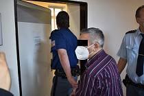 Muž u soudu vinu odmítl.