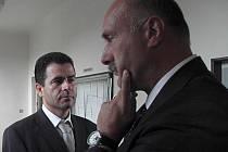 Obžalovaný Jaromír Pánek (na snímku vlevo vedle svého obhájce) u soudu odmítl vypovídat.
