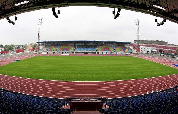 Nová tribuna, prvotřídní trávník a moderní polyuretanový povrch atletické dráhy. První etapa rekonstrukce Městského stadionu ve Vítkovicích je ukonce.