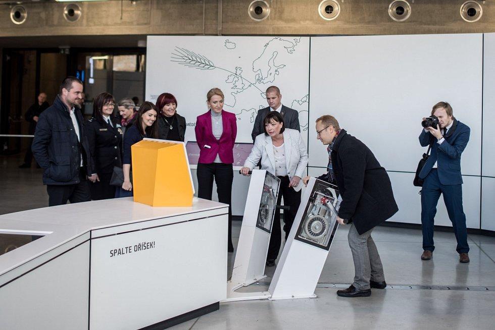 První dáma republiky Ivana Zemanová ve Světě techniky v Dolní oblasti Vítkovic.