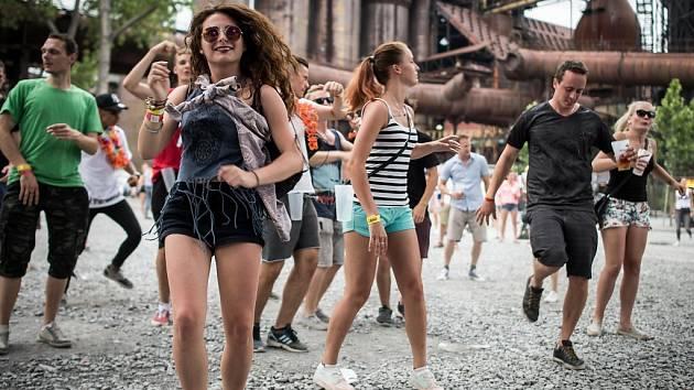 Na festival elektronické hudby Beats for Love si do Dolní oblasti Vítkovic našly cestu tisíce fanoušků.
