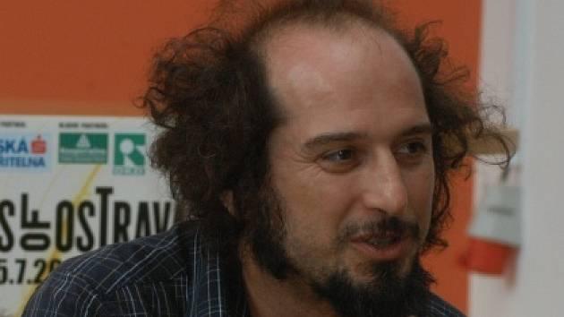 Vinicio Capossela během tiskové besedy na Colours of Ostrava.