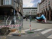Promenádu v Umělecké ulici nyní po výměně plynovodu (z větší části prováděné ve vedlejší Jurečkově ulici) tvoří štěrkové podloží. V budoucnu by měla být promenáda opravdu reprezentativní, a to i v Jurečkově ulici. Tedy za předpokladu, že obvod skutečně ve
