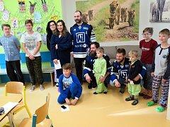 Hokejisté AZ Residomo Havířov obdarovali děti v nemocnici.