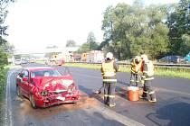 Tři zraněné si vyžádala dopravní nehoda dvou osobních aut, která se stala v pondělí po ránu v Šenově na Ostravsku.