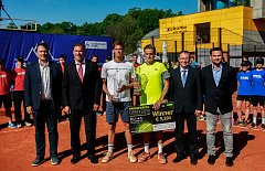 Finále Prosperita Open 2018, na snímku vlevo Chorvat Nino Serdarusic, vpravo Belgičan Arthur De Greef