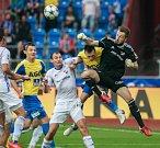 I. liga, 4. kolo, FC Baník - FK Teplice: 3 : 3, na snímku uprostřed v bílém Oleksandr Azatskyi, vpravo Martin Šustr