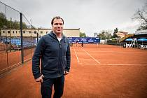 NA KURTECH. Tenis provází Václava Roubíčka celý život. Na antukových dvorcích SC Ostrava, kde šéfuje turnaji Prosperita Open.