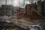 Zoo Ostrava je nadále dle nařízení vlády uzavřená, 6. února 2021 v Ostravě. Výstavba nového pavilon - makaků lvích, gibonů a kopytníků.