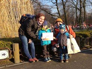 Petr Kaleta z Valašského Meziříčí se svou rodinou se letos stal půlmiliontým návštěvníkem ostravské zoologické zahrady.