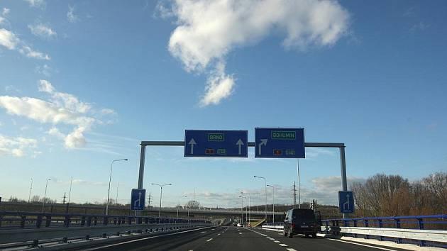 Východní část takzvaného Severního spoje mezi dálnicí a Mariánskohorskou ulicí v Ostravě začala sloužit řidičům.