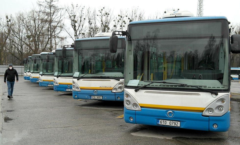 Stav odpovídá najetým kilometrům, ale kus práce ještě odvedou, uvádějí k autobusům z nabídky dopraváci z garáží na Hranečníku.