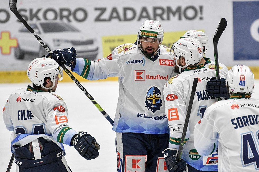 Utkání semifinále play off Chance ligy - 4. zápas: HC RT TORAX Poruba 2011 - Rytíři Kladno, 7. dubna 2021 v Ostravě. Tým Kladna oslavuje druhou branku.