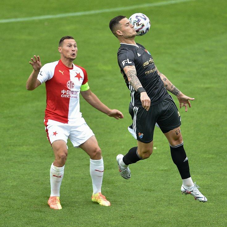 Utkání 29. kola první fotbalové ligy: FC Baník Ostrava - SK Slavia Praha, 10. června 2020 v Ostravě. Zleva Jan Bořil ze Slavie a Roman Potočný z Ostravy.