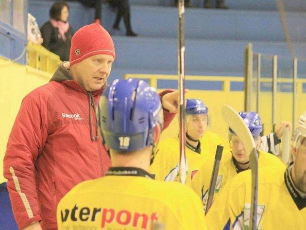 Studénka vedena Miroslavem Pokorným starším zvládla šlágr krajské ligy, když otočila zdánlivě ztracený zápas z 1:4 na 5:4 a Orlové se přiblížila na rozdíl pouhých tří bodů.