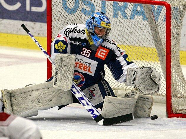 Hokejisté Vítkovic ani počtvrté v sezoně na Spartu nestačili.