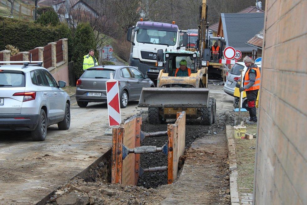 Plesná buduje na většině svého území kanalizaci. Doprava v městské části je výrazně omezená.
