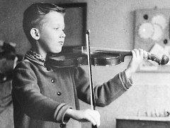 Státní zástupce Alois Dlouhý jako dítě rád hrával na housle a láska k muzice mu zůstala dodnes.