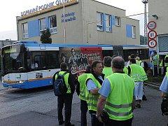 Největší stávka v historii městské hromadné dopravy v Ostravě propukla v pondělí o půlnoci. Asi sto dvacet nespokojených řidičů se například shromáždilo před střediskem Hranečník.