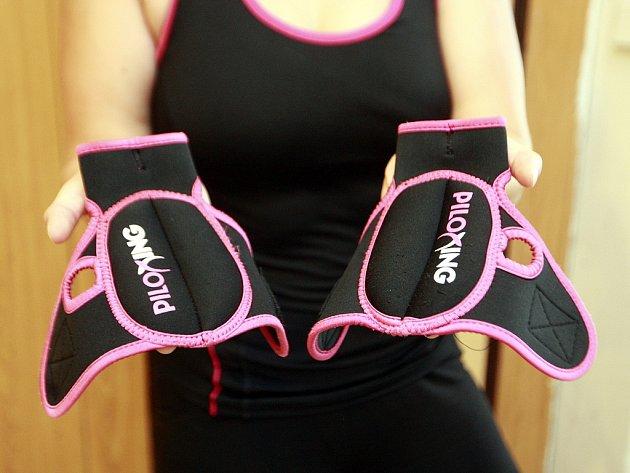 Piloxingové rukavice obsahují závaží a jsou vhodné až pro ty, kteří už mají zvládnutou techniku piloxingu.