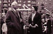 Generál Ludvík Svoboda poprvé zavítal do Ostravy jako prezident republiky v létě 1968. Na snímku s ním je Františka Novotná.