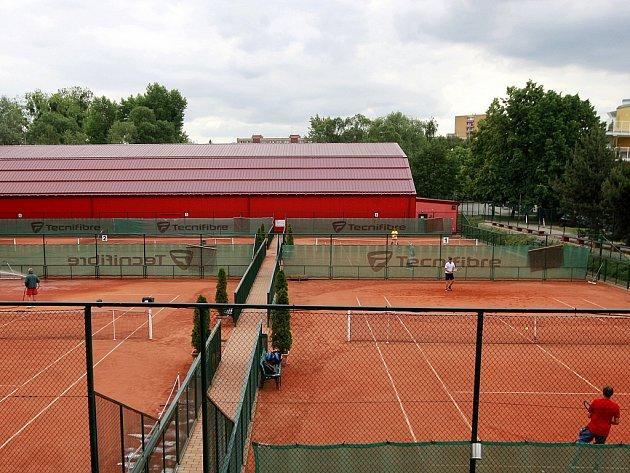 Prestige tennis park ve Frýdku-Místku nabízí už pět let pro rekreační hráče tenisu nebo badmintonu vynikající podmínky.