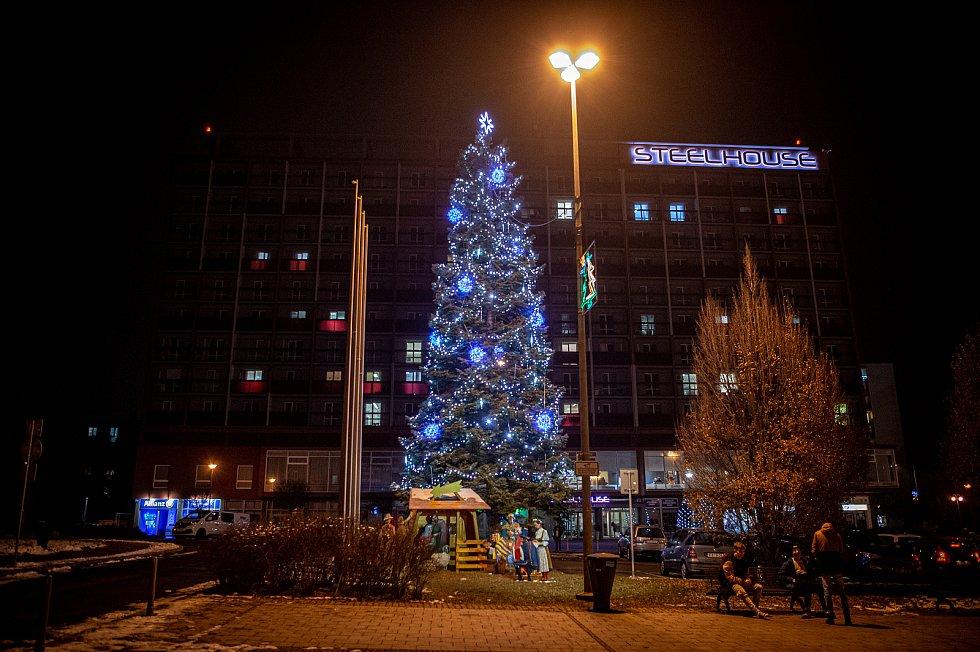 Vánoční strom v Třinci na náměstí Svobody.