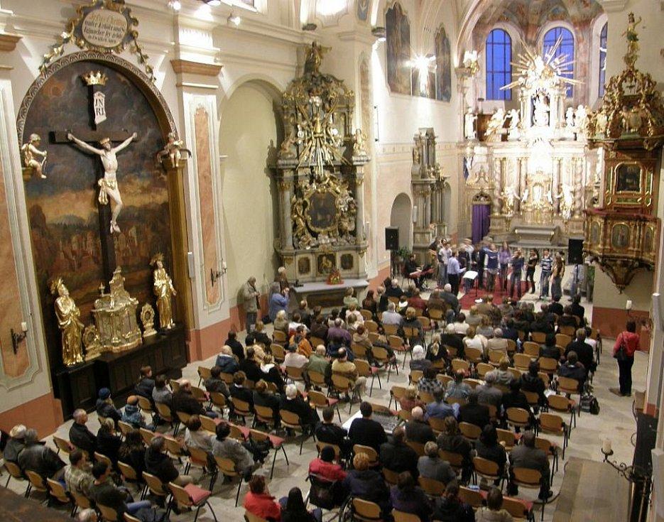 Vystoupení sboru Gospel Limited v Klášterním kostele v rámci festivalu Blues Alive