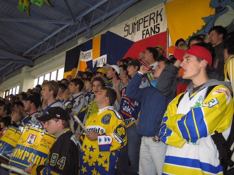 Je to snad poprvé, co fanoušci Draků otevřeně protestovali proti krokům vedení klubu.