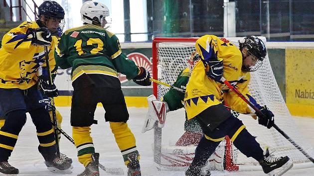 Mladí Draci Šumperk (ve žlutém) porazili dorostence Vsetína.