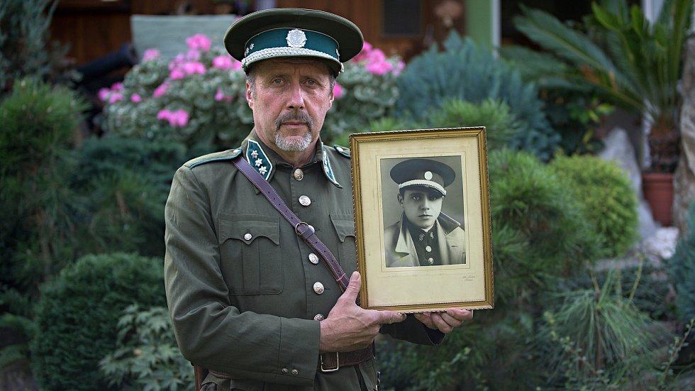 Martin Dopita a jeho dědeček, člen československé finanční stráže v Javorníku