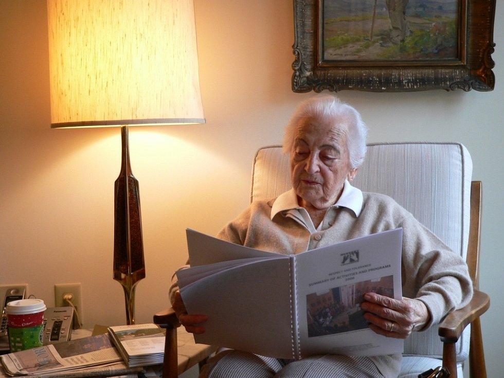 Edith Carter Knöpflmacher přijala v roce 2007 v penzionu v Cincinnati Luďka Štipla z Respektu a tolerance.
