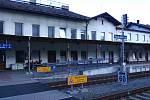 Zatímco kolejiště ve stanici Hanušovice prošlo rekonstrukcí, stav výpravní budovy zůstává špatný.