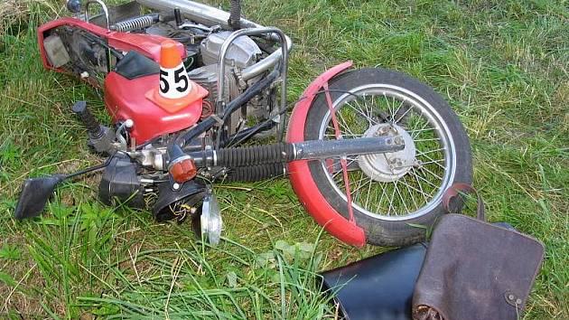 Havarovaný motocykl po nehodě v Písařově