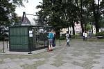 Voliéra na jesenickém náměstí Svobody v Jeseníku po návratu opeřenců.