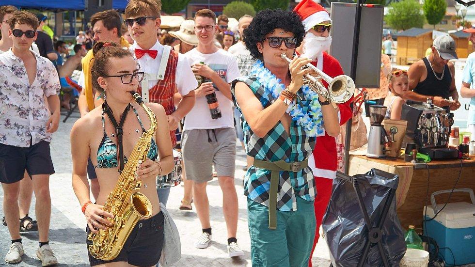 Centrum Jeseníku ožilo v sobotu 15. června Závodem století, studentskou akcí YesMajáles a festivalem WooXUP Summer.