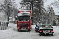 Už čtvrtý den trvá v Jeseníku sněhová kalamita, kterou v pondělí v pět hodin ráno vyhlásil po třídenním nepřetržitém chumelení starosta města Petr Procházka (ODS).