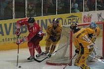 Šumperk porazil v prvoligovém derby Olomouc (červené dresy) po nájezdech