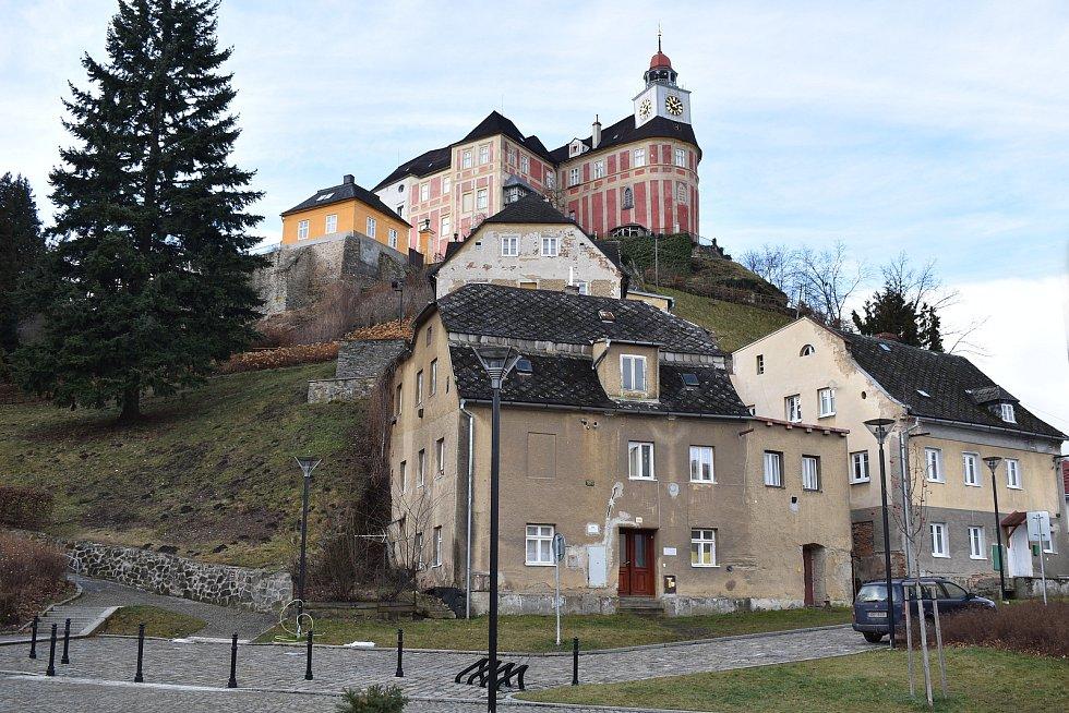 Město Javorník. Náměstí a zámek Jánský Vrch