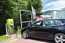 Nová nabíječka pro elektromobily v Jeseníku.