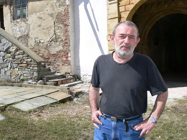 Kastelán Petr Adamec před Kolštejnem