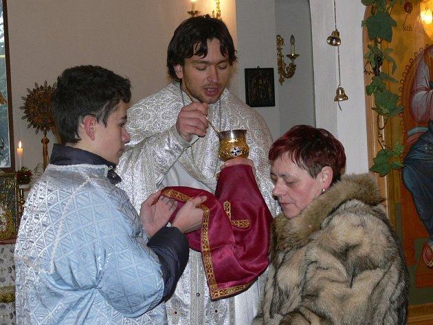 Posvěcením vody vyvrcholila v neděli 4. ledna bohoslužba v pravoslavném chrámu svatého Ducha v Šumperku.