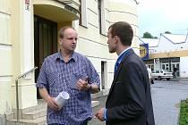 Ivan vavřík (vlevo) odchází ze soudní budovy se zástupcem města Zábřeh Miroslavem Trávníčkem