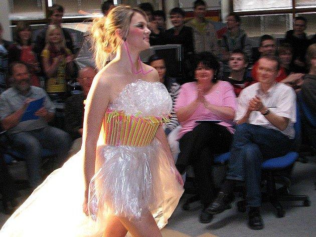 Netradiční módní přehlídka studentů Střední průmyslové školy v Šumperku
