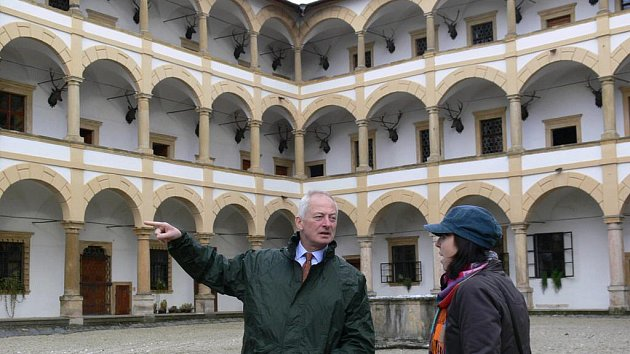 Hrad Šternberk, Zámek ve Velkých Losinách a plumlovský zámek