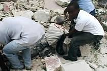 Snímek ze zemětřesením zničeného Haiti