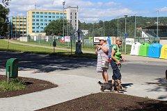 V lokalitě pod sídlištěm 9. května v Dukelské ulici v Jeseníku se nachází letní koupaliště, fotbalové hřiště a sportovní hala. V budoucnu by zde mohl přibýt zimní stadion a bazén.