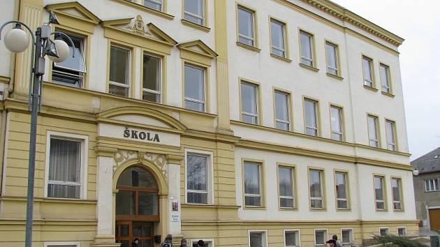 Škola v Lošticích